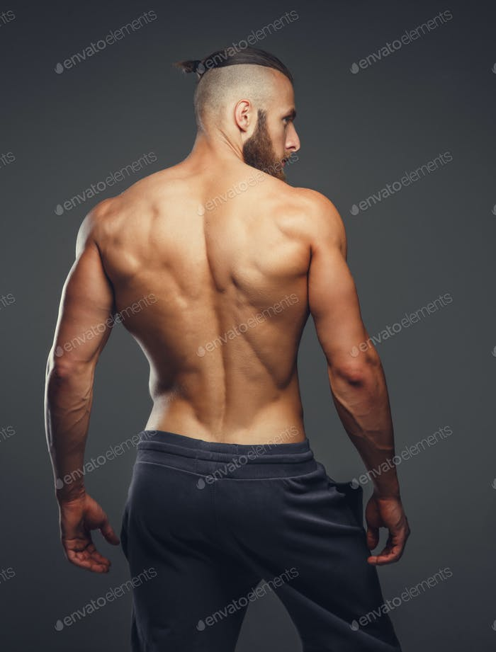 Мускулистый человек спина.