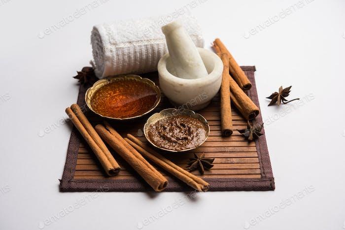 Zimt Honig Ayurvedische Gesichtsmaske