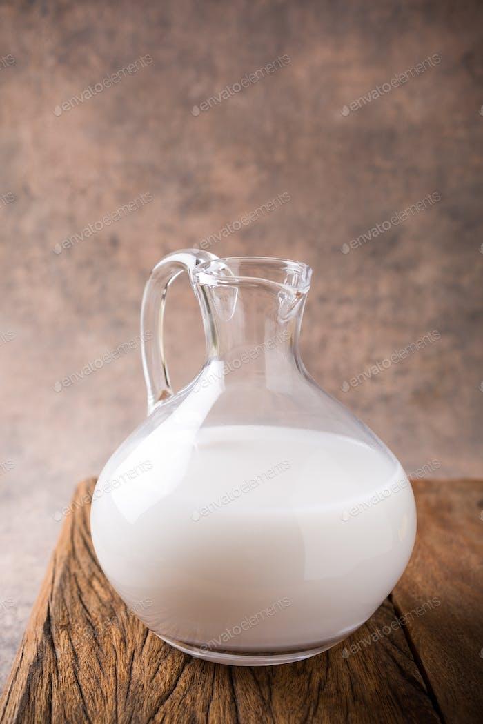 Frische Reismilch im Glaskrug