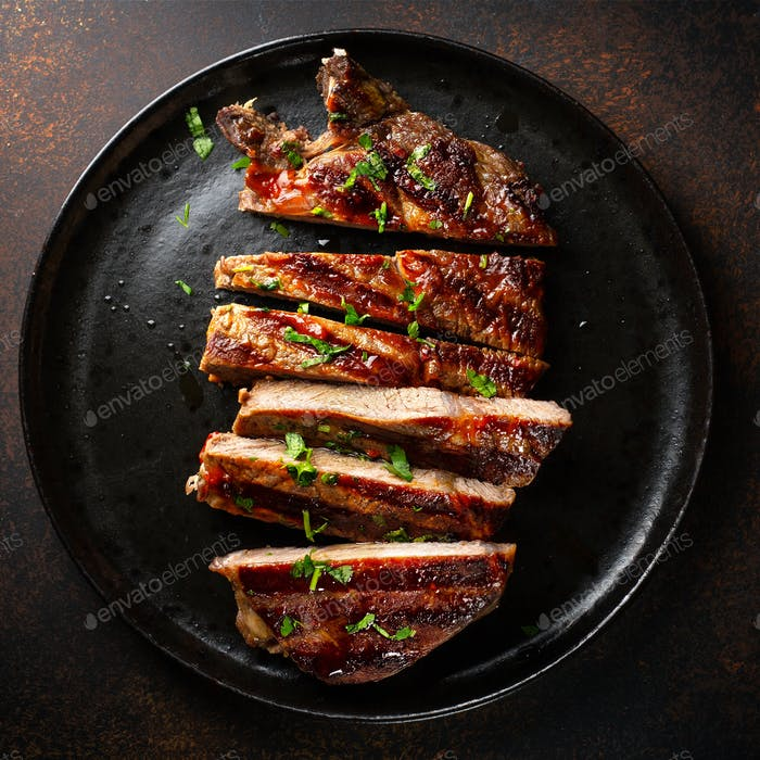 Gegrilltes Rindfleischsteak auf Teller