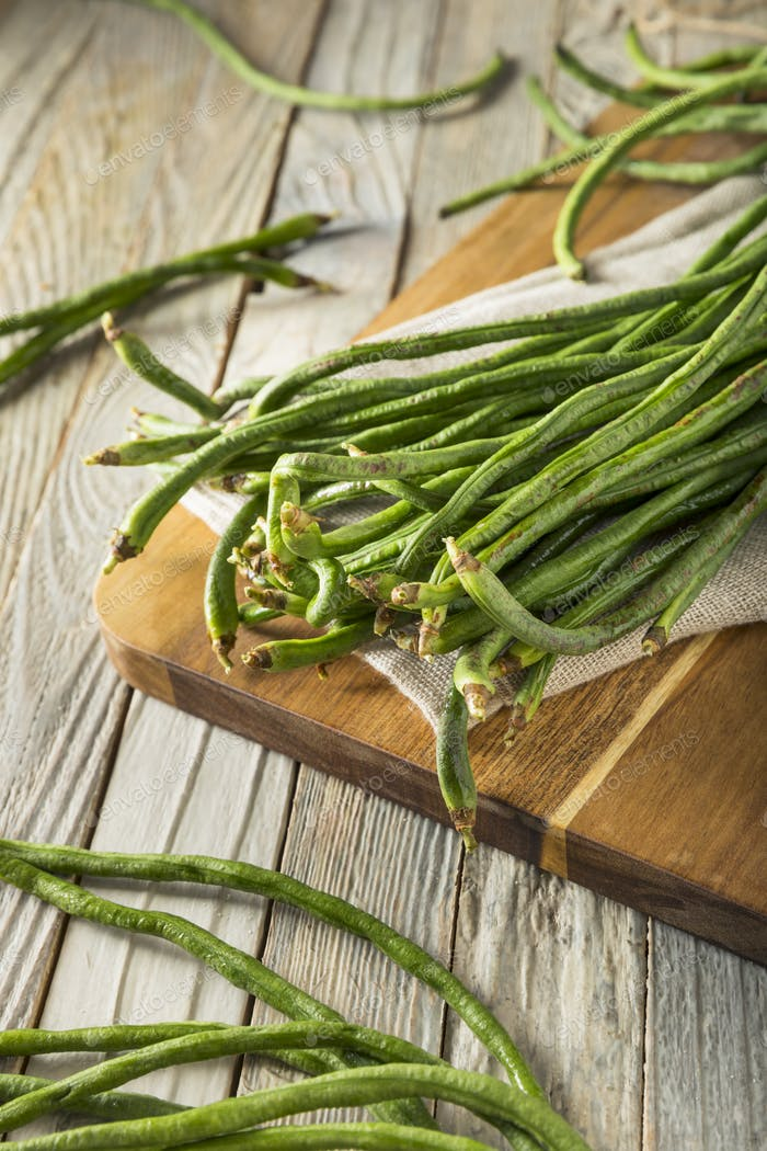 Raw Green Organic Chinese Long Beans
