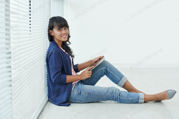 Mujer con touchpad