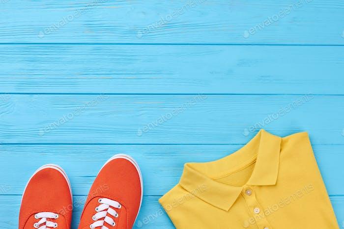 Abgeschnittenes Bild von farbiger Kleidung