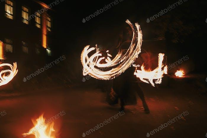 Erstaunliche Feuershow