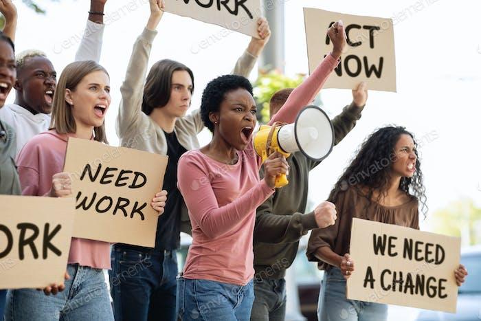 Internationale Gruppe von Demonstranten, die für den Umweltschutz kämpfen