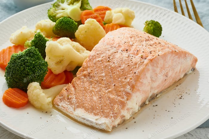 Steam salmon and vegetables, Paleo, keto, fodmap, dash diet. Mediterranean diet