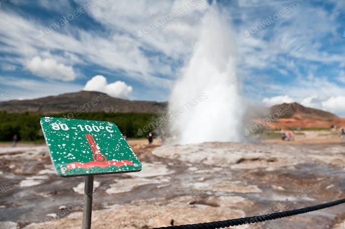 Vorsicht heiß! Ausbruch Geysir auf Island