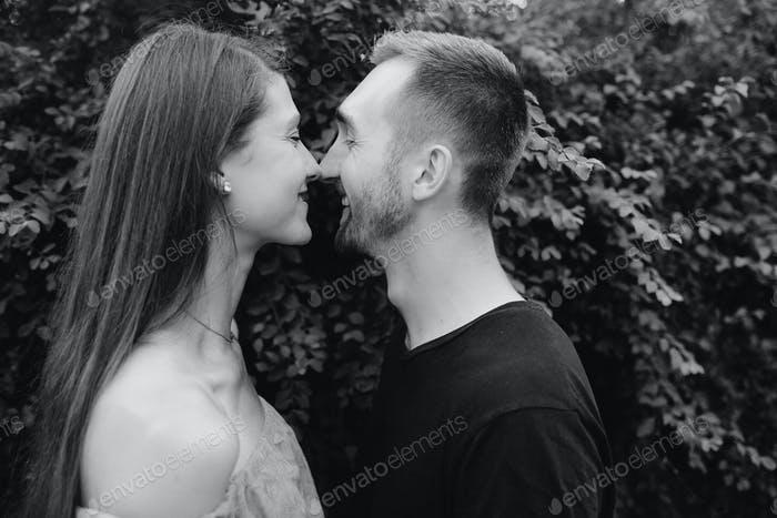 Mann und Frau im Park