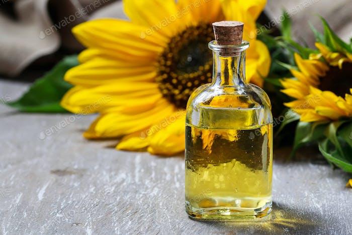 Natürliches Sonnenblumenöl und Blume