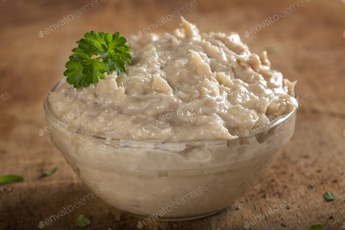 cream made by tuna fish, butter and onion