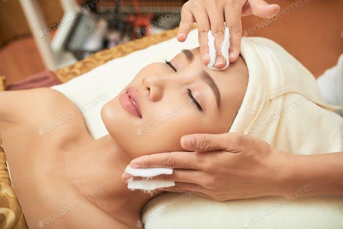 Kosmetikerin Durchführung Verfahren