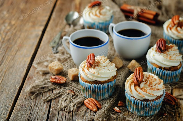Carrot cinnamon cupcakes with pecan