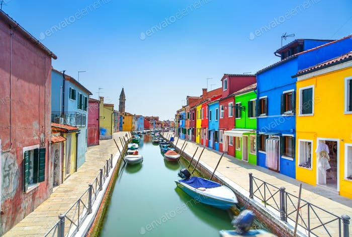Venedig Wahrzeichen, Burano Insel Kanal, bunte Häuser und Boote, Italien