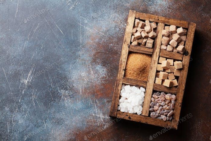 Verschiedene braunen und weißen Zucker