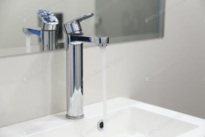 Cerca de fregadero en Novedad cuarto de baño