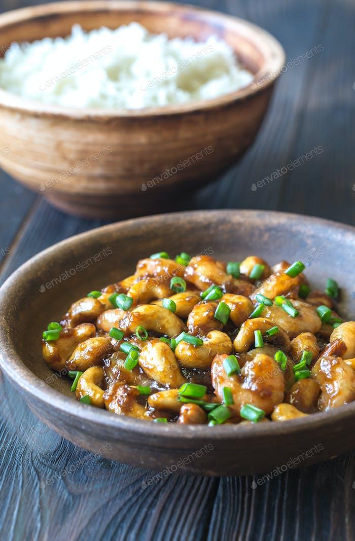 Portion Cashew Garnelen mit Reis braten