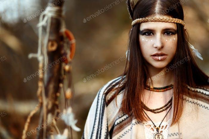 schöne indianische amerikanische Frau