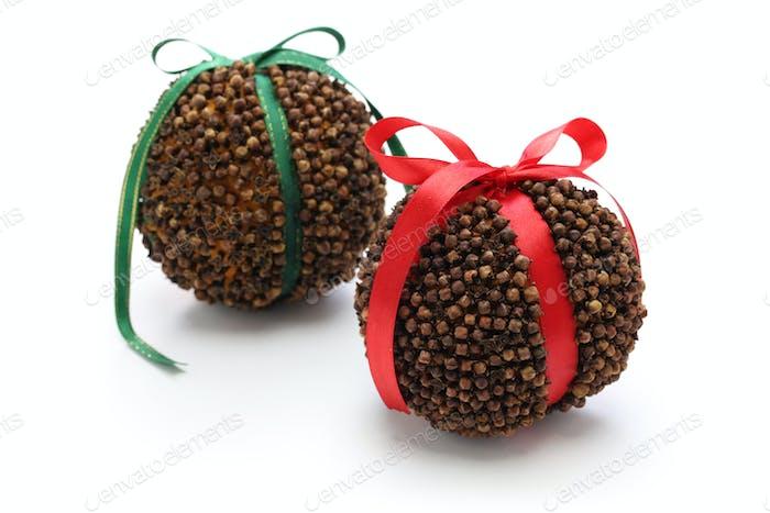 clove orange pomander balls