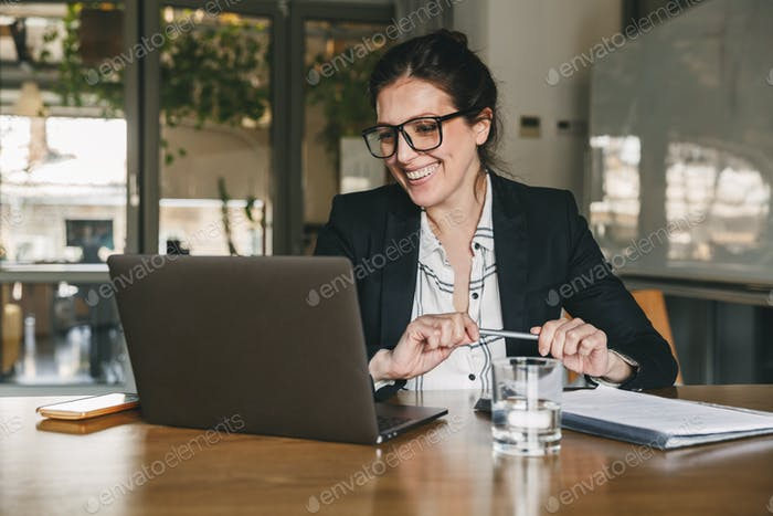 Photo of caucasian boss woman 30s wearing formal clothing and ey