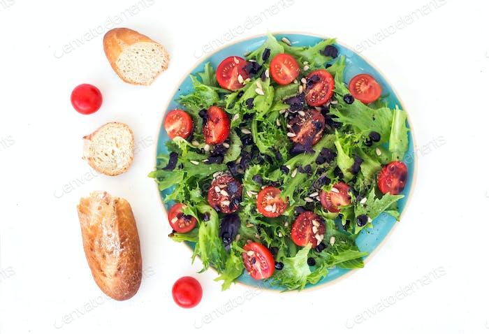 Ensalada de verduras y pan