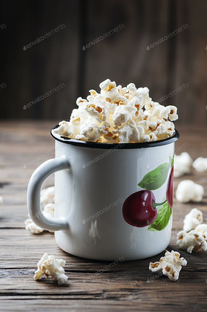 Popcorn on the wooden table