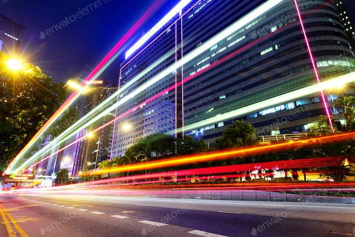 Verkehrs Schwanz in der Nacht