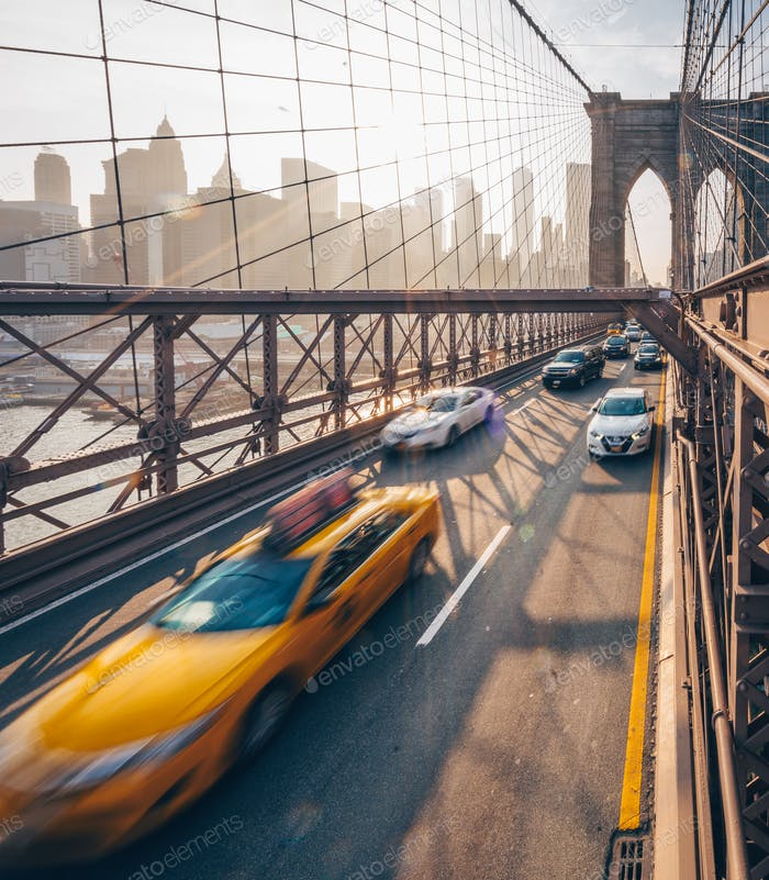 Road traffic at Brooklyn Bridge