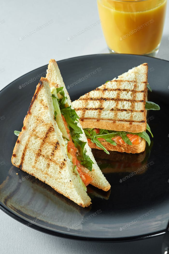 grilled salmon sandwich with juice.