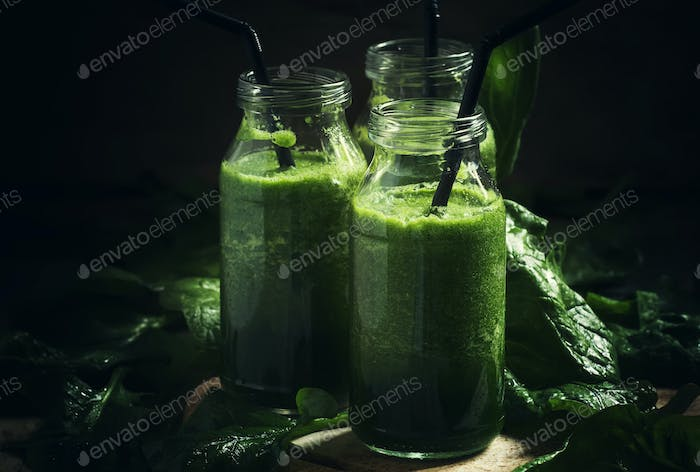 Green detox spinach avocado apple drink