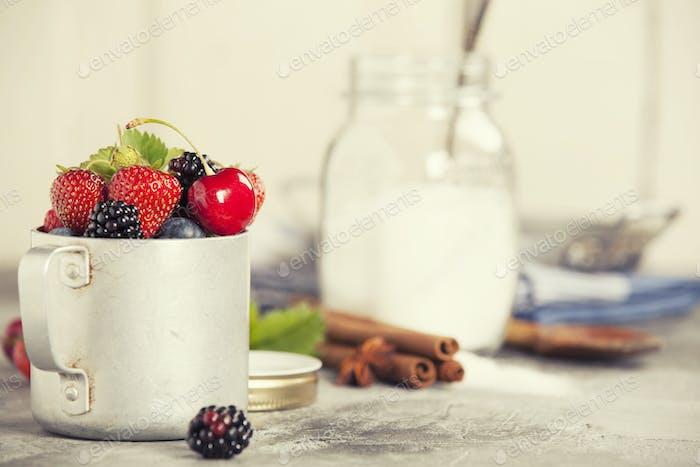 Zutaten für die Herstellung von Beerenmarmelade