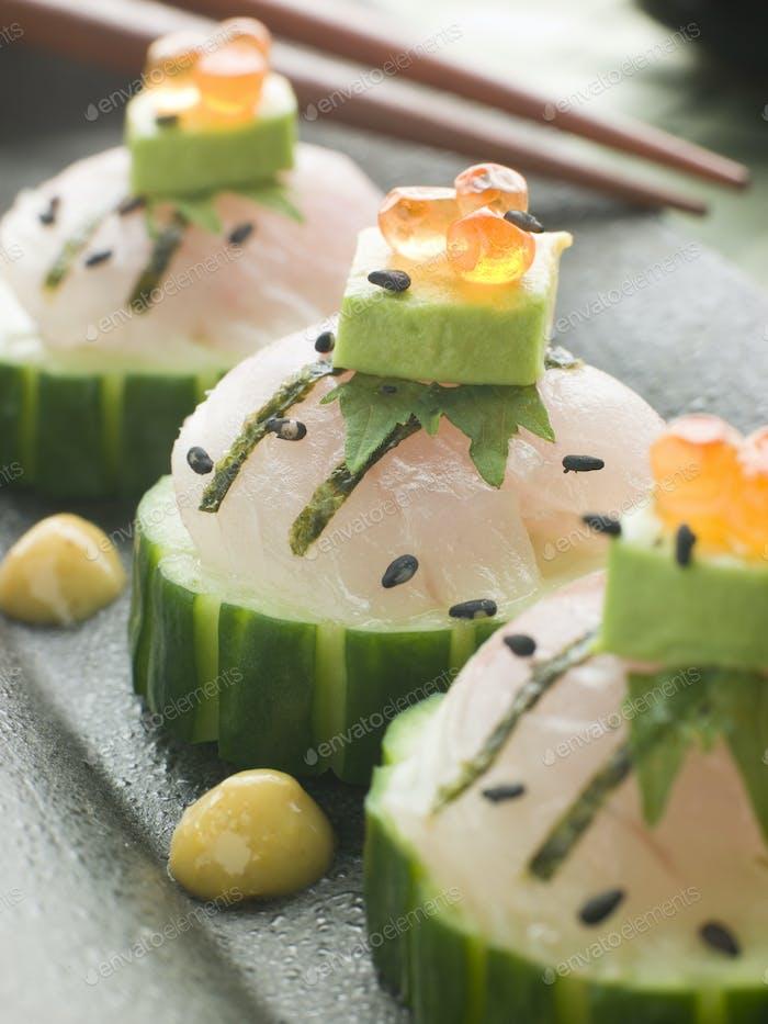 Sashimi von Wolfsbarsch mit Avocado und Lachsrogen