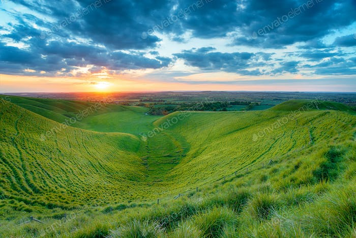 Sonnenuntergang am Dragon Hill in Oxfordshire