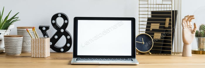 Mockup laptop on desk