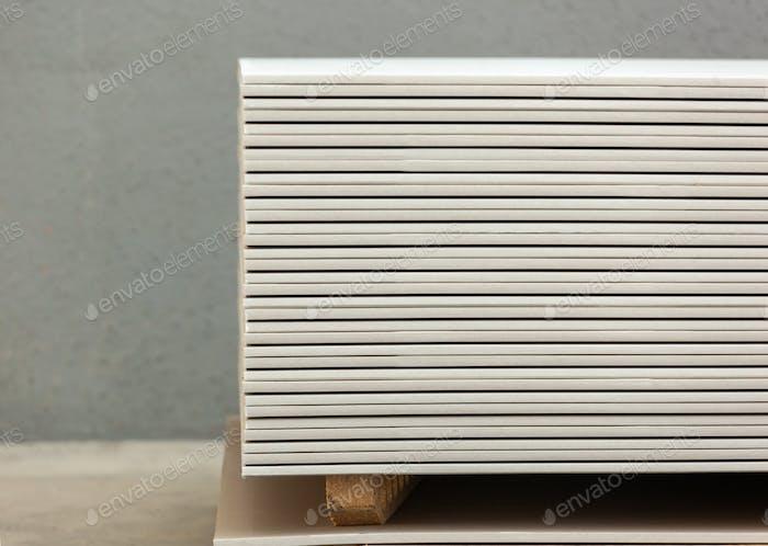Stacking of white gypsum panels