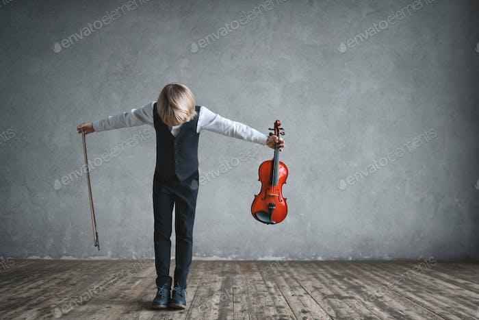 Children with violin