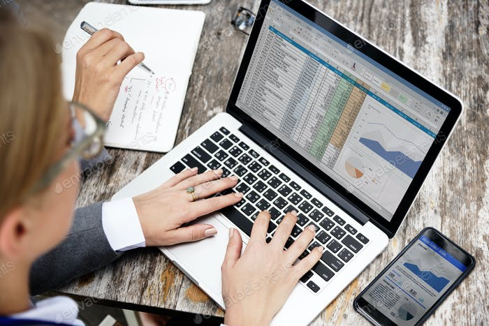 Datos de comercio electrónico que conectan el Concepto global