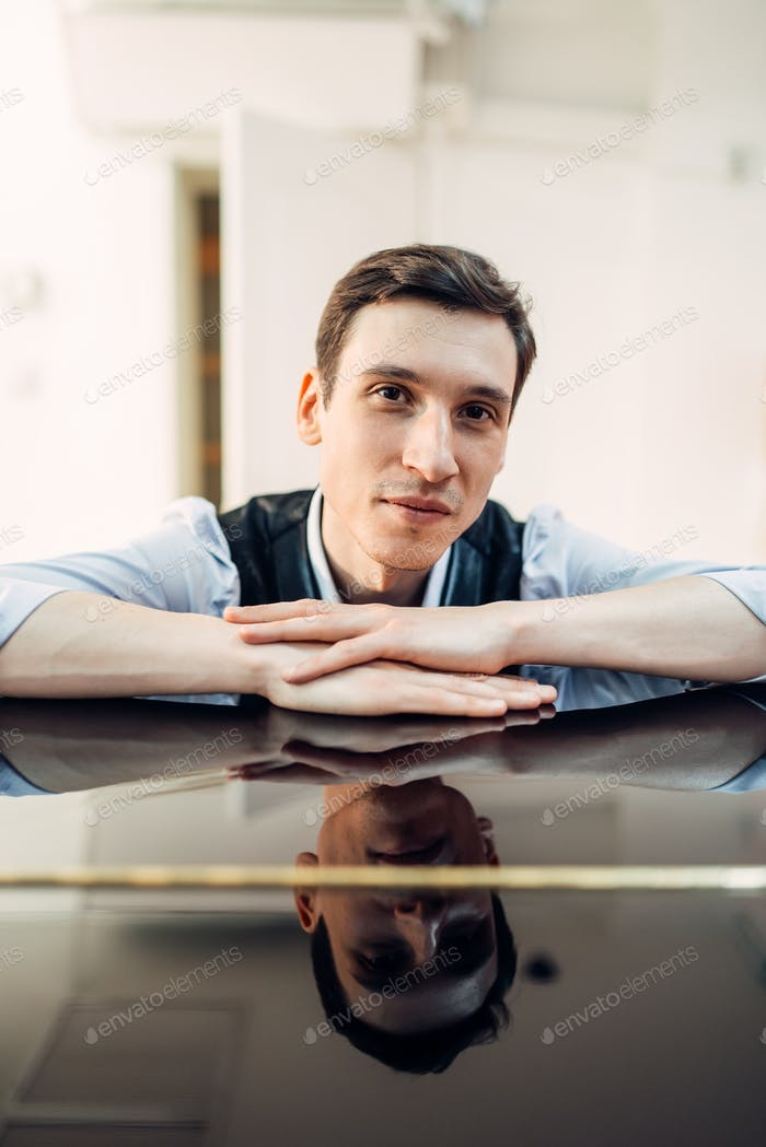 Pianist at the piano, perfectly polished surface