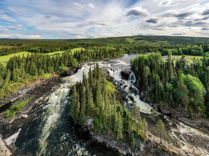 Ristafallet Wasserfall in Schweden.