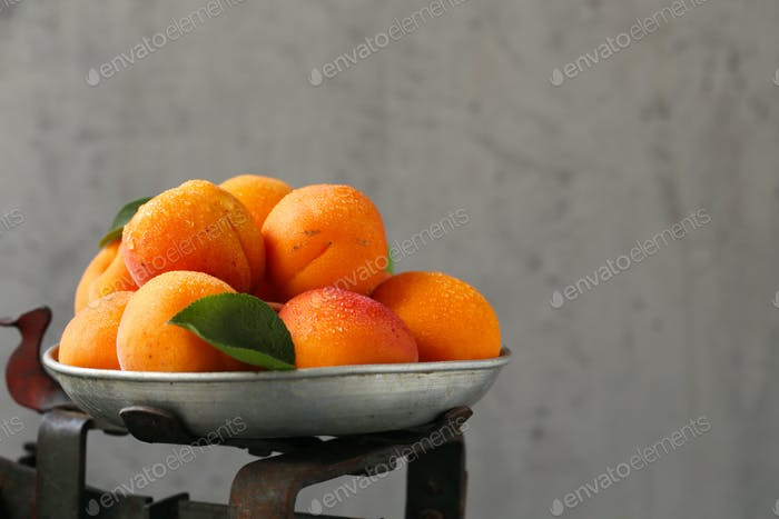 Organic Sweet Peaches