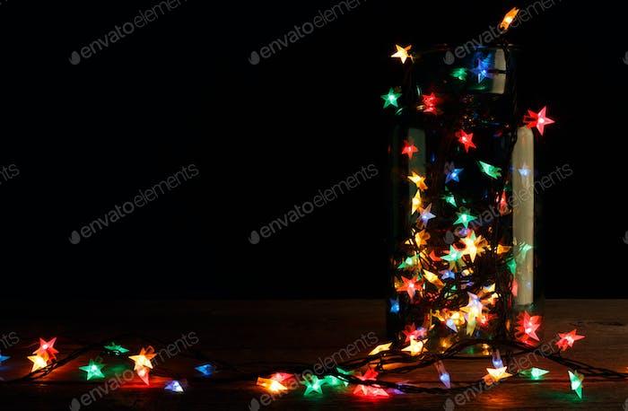 Weihnachtsbeleuchtung im Glas auf Holz, Urlaub Hintergrund