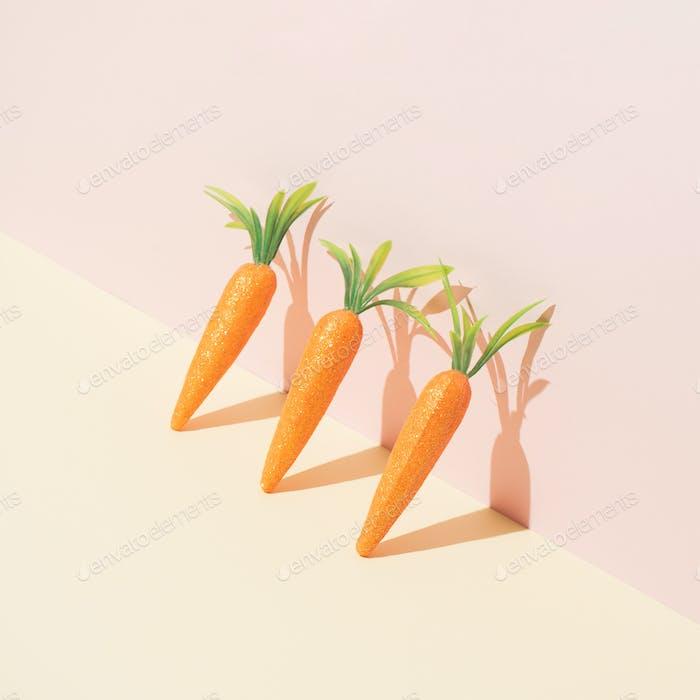 Karotten auf Pastellgelb. Minimales Osterkonzept. Frühling minimale Zusammensetzung.