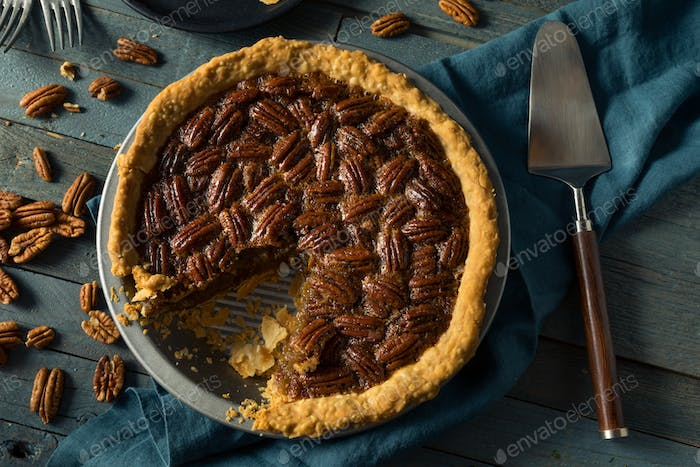 Sweet Homemade Crunchy Pecan Pie