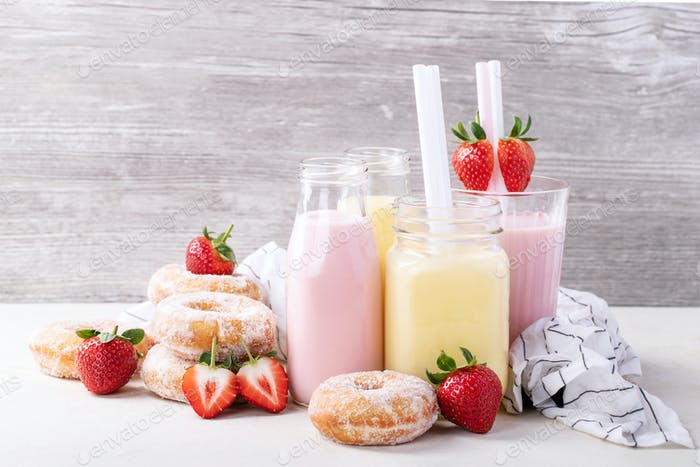 Sugar donuts served with milkshakes