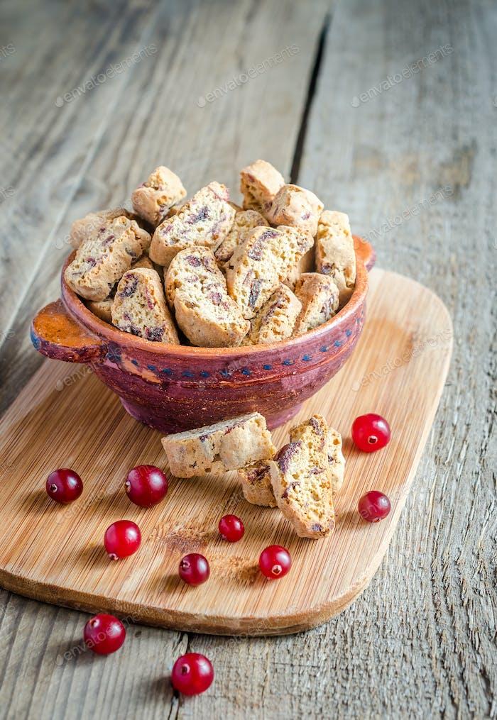 Biscotti mit getrockneten Preiselbeeren