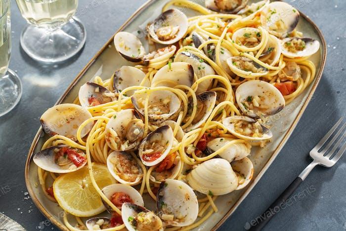 Frische Muscheln alle vongole mit Pasta