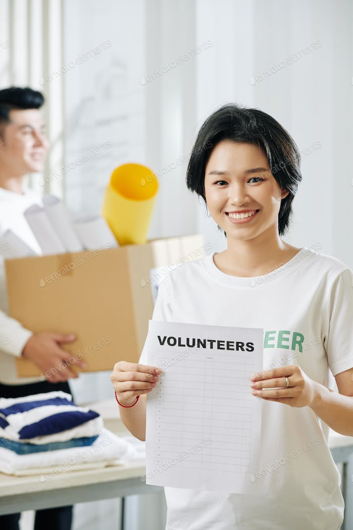 Teen volunteer girl