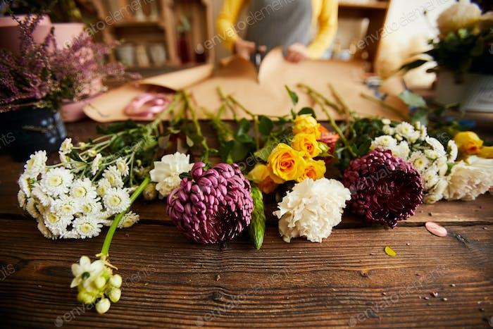 Schöne Blumen im Blumenladen