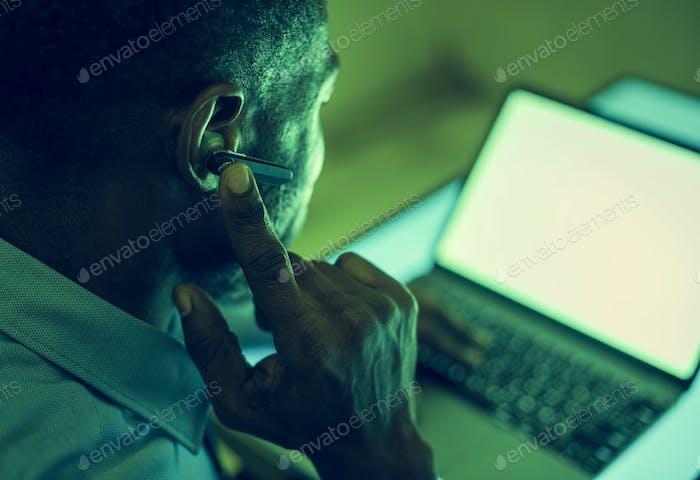 A man using bluetooth earphone device to communicate