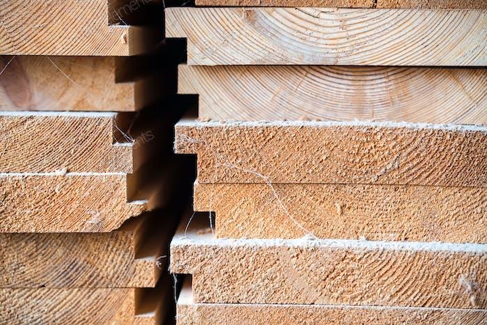 Holzholz im Sägewerk