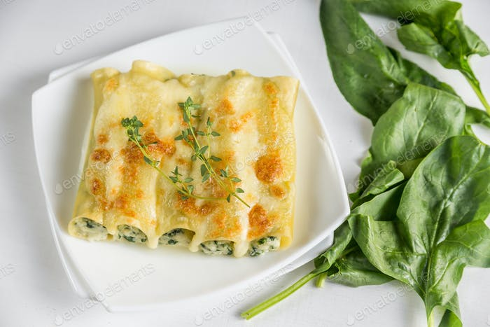Cannelloni with ricotta and spinach